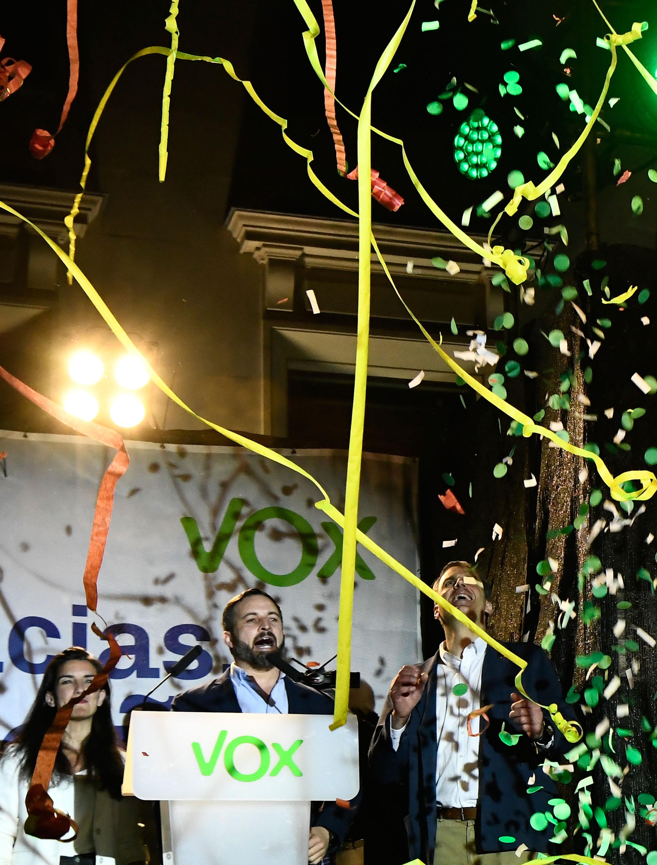 Santiago Abascal dando discurso en Madrid. Foto de OSCAR DEL POZO / AFP.