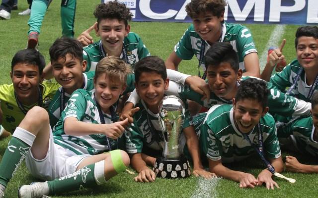 Santos gana por la mínima a Pachuca y se corona campeón de la Sub 13 - Foto de Notimex