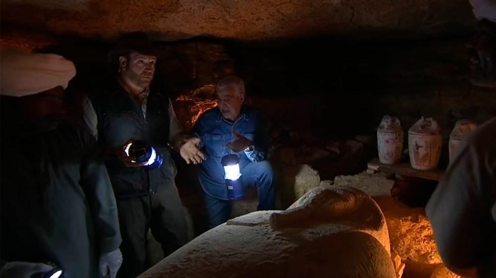 Abren sarcófago egipcio durante transmisión en vivo