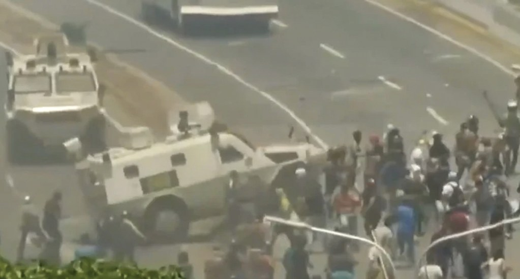 Tanqueta atropella a manifestantes en Venezuela - tanqueta venezuela