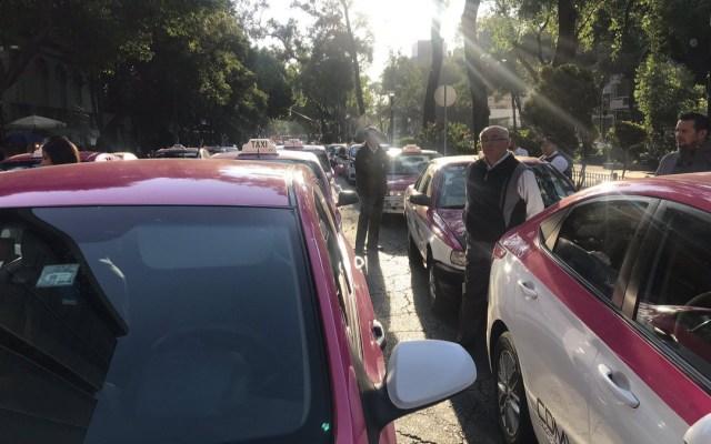 Taxistas se manifiestan en Álvaro Obregón e Insurgentes - manifestación taxistas