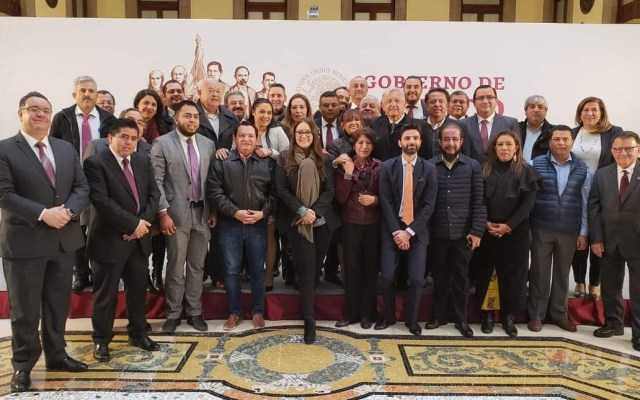 Ningún funcionario debe intervenir en asuntos electorales: AMLO - AMLO con delegados estatales en Palacio Nacional. Foto de Gobierno de México