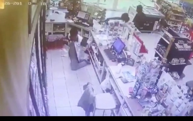 #Video Asesinan a joven durante asalto en tienda de Colima - Captura de pantalla