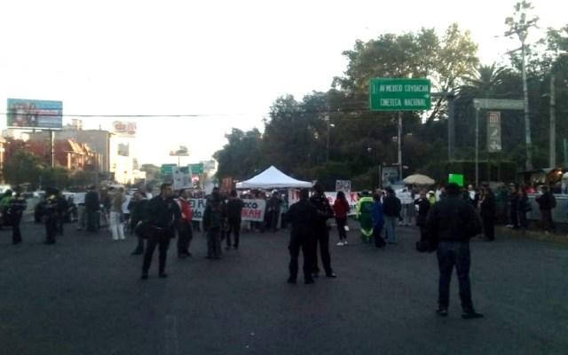 Manifestantes cierran tres carriles de Avenida Universidad - Avenida Universidad. Foto de @OVIALCDMX