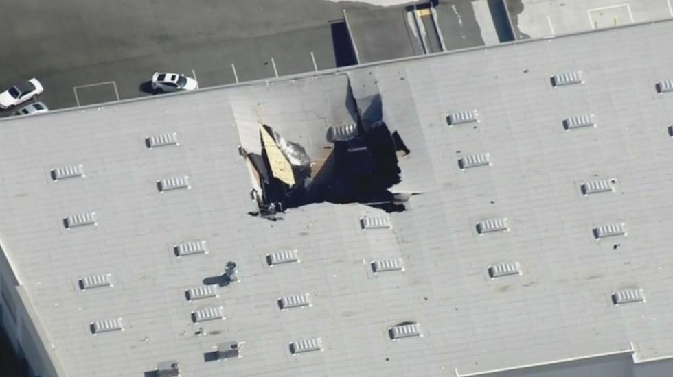 Se estrella avión de combate en edificio de California - Foto de  @FOXLA
