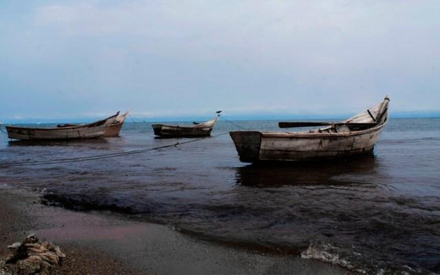 Mueren futbolistas y aficionados en Uganda tras naufragar barco - barco naufragio uganda