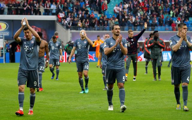Bayern iguala con Leipzig y se jugará el título en la última jornada - Jugadores del Bayern Múnich agradecen a la afición
