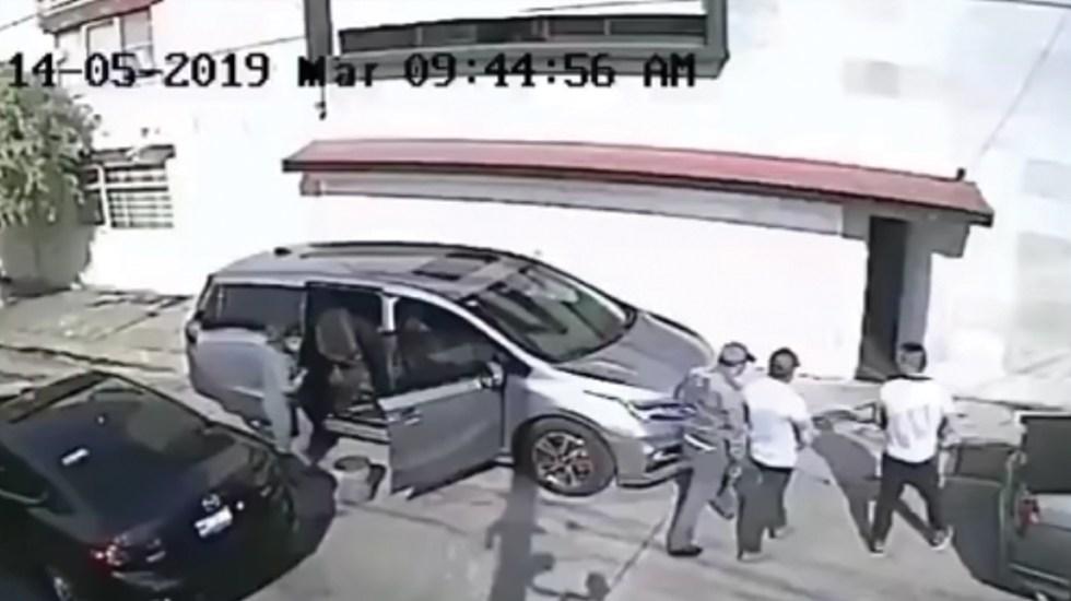 #Video Roban camioneta cuando hombre la lavaba en la calle - Captura de pantalla