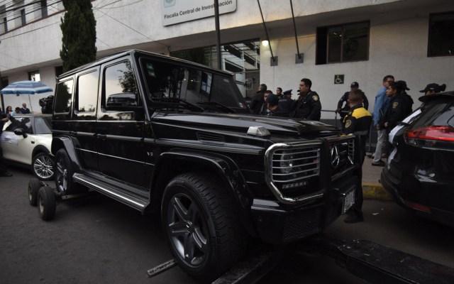 Dos hombres se atrincheran en camioneta blindada en la Ciudad de México - camioneta