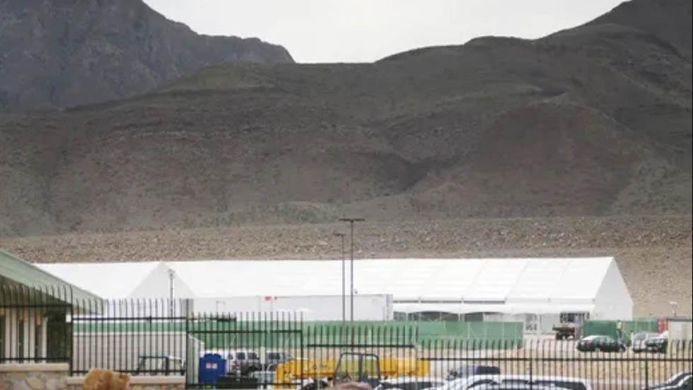 Instalan carpa para albergar a migrantes indocumentados en El Paso - Carpa para migrantes ilegales en El Paso. Foto de El Paso Times