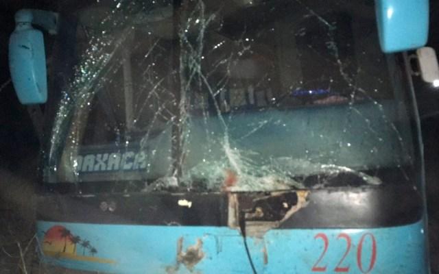 Choque entre autobús y moto deja tres muertos en Oaxaca - choque camion moto oaxaca