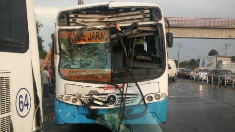 Choque de dos camiones en Nuevo León deja 16 personas lesionadas - Foto de Multimedios