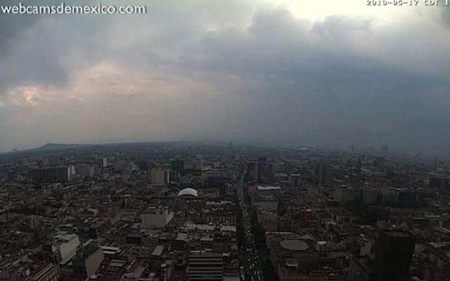 Disminuye ligeramente contaminación del aire en el Valle de México - Vista del sur del Valle de México desde la Torre Latinoamericana. Foto de webcamsdemexico.com