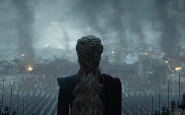 #Video Las primeras imágenes del final de Game of Thrones - Daenerys viendo las cenizas a las que redujo King's Landing. Captura de pantalla / HBO