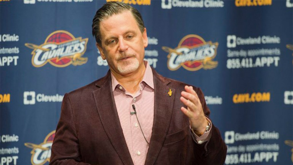 Hospitalizan al dueño de los Cavaliers de Cleveland - dan gilbert cavaliers derrame