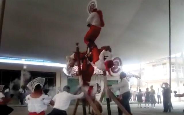 #Video Caen cuatro hombres durante danza de voladores quetzales - danza voladores