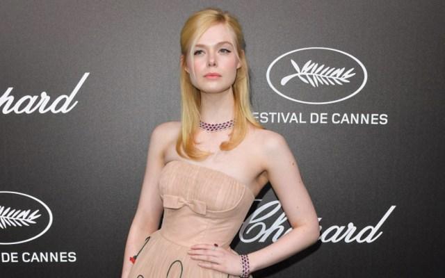 Elle Fanning sufre desmayo en Cannes por vestido muy ajustado - Foto de Getty Images