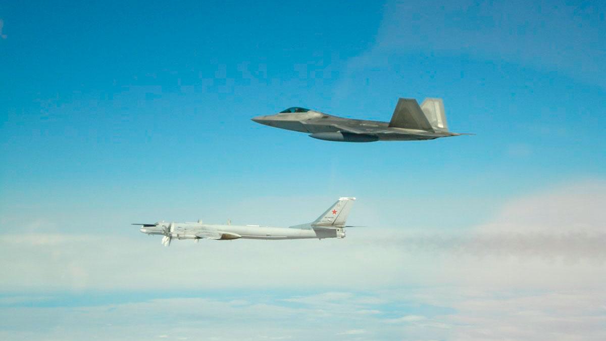 Aviones rusos frente a Alaska