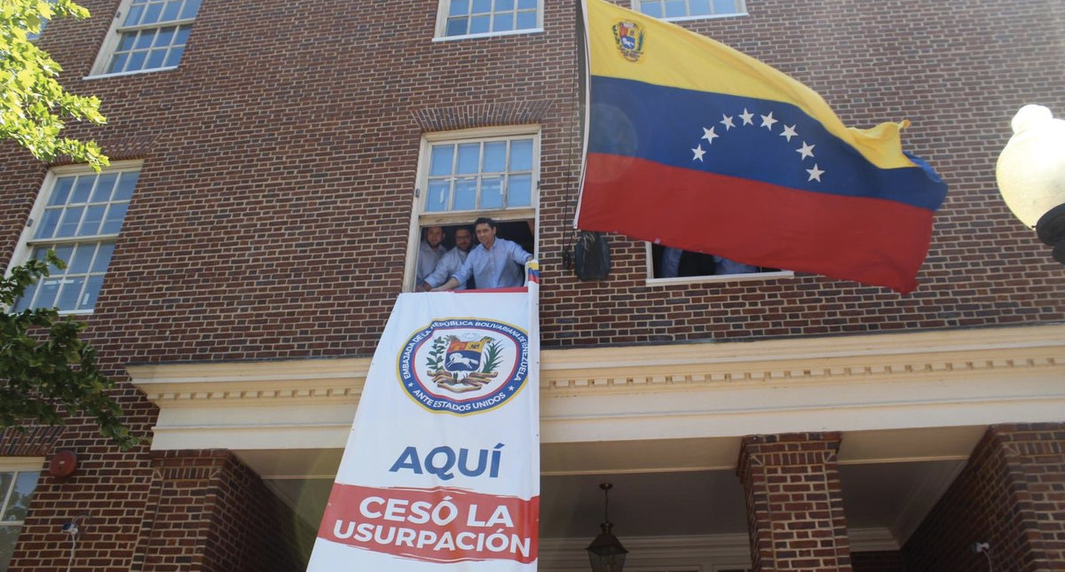 Vecchio toma el control de la embajada venezolana en Washington