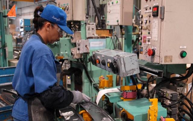 En México se perderán 1.2 millones de empleos por pandemia, estima Bank of America - Trabajadores Persona trabajando. Foto de Notimex