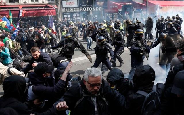 Enfrentamientos entre policías y manifestantes en París - enfrentamientos parís día del trabajo