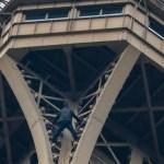Detienen a hombre que escaló la Torre Eiffel - Foto de AFP