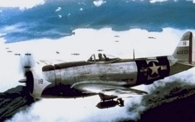 Escuadrón 201: La participación de México en la Segunda Guerra Mundial - Un avión del Escuadrón 201en el aire. Foto de Dominio Público