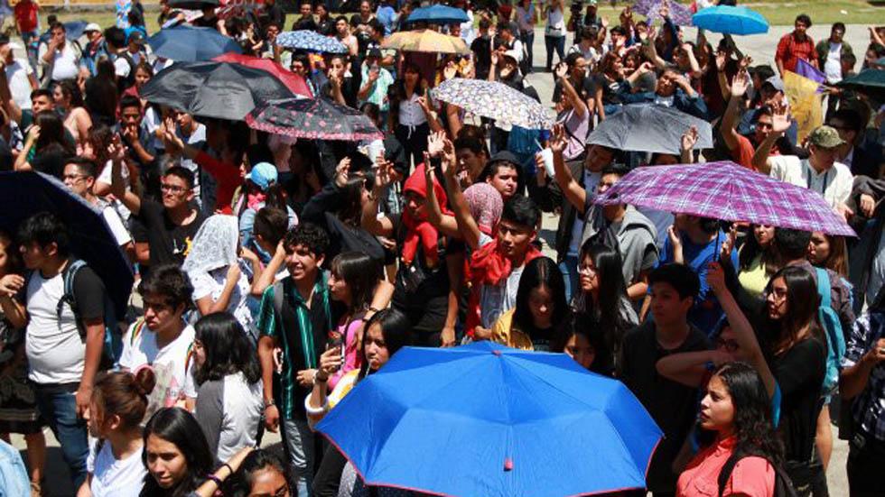 Estudiantes de la UNAM realizarán marchas por asesinato de Aideé - Estudiantes del CCH Oriente tras asamblea por feminicidio de Aideé Mendoza. Foto de Notimex