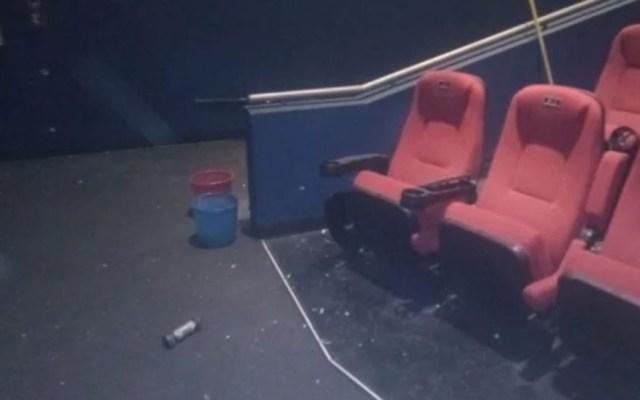 Estalla artefacto en cine de la GAM y hiere a trabajador - Explosivo en cine. Foto Especial / El Universal