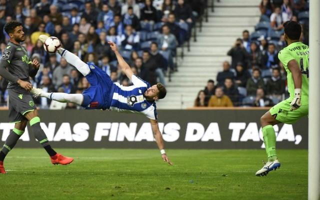 Con golazo de tijera del mexicano Héctor Herrera, el Porto logró sacar apretado triunfo en su duelo ante el Sporting Lisboa