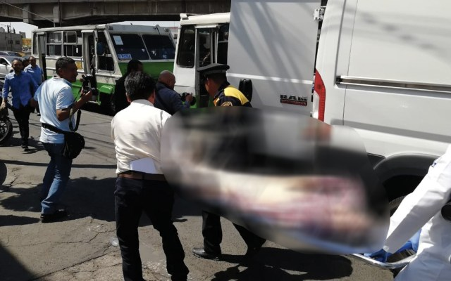 Hombre muere de infarto en microbús en Venustiano Carranza - hombre muere de infarto en microbús