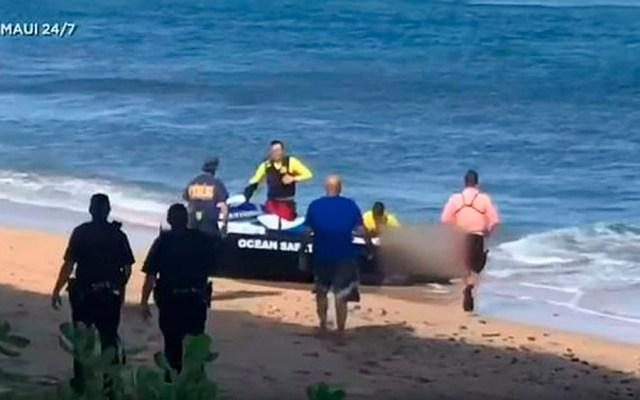 Muere turista tras ser mordido por tiburón en Hawaii - hombre tiburón hawaii