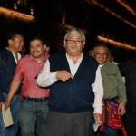 Asegura López Obrador que reunión con la CNTE fue 'muy buena' - Integrantes de la CNTE afuera de Palacio Nacional. Foto de El Sol de México