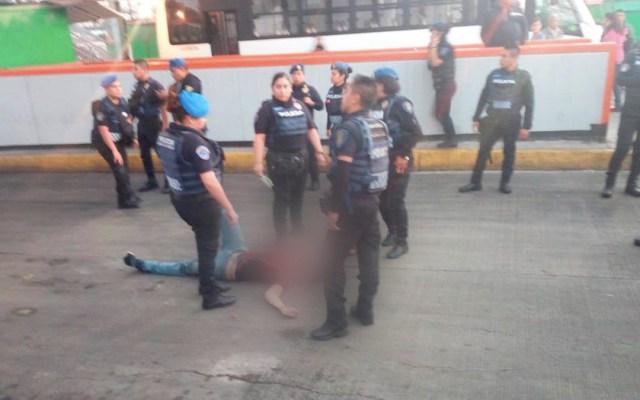 Joven salta de puente en el Metro Pantitlán - joven intenta suicidarse en puente del Metro Pantitlán