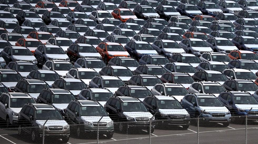 Donald Trump postergaría nuevos aranceles a automóviles - Lote de autos nuevos. Foto de Justin Sullivan / AFP / Getty Images