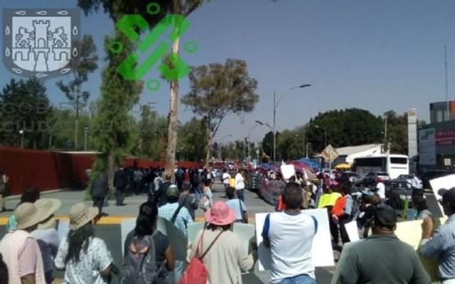 Manifestantes arriban a San Lázaro y bloquean vialidades - Manifestantes en San Lázaro. Foto de @OVIALCDMX