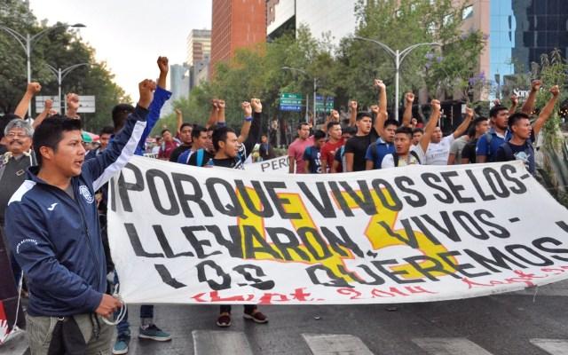 CNDH celebra que no se descarten investigaciones previas de Caso Ayotzinapa - Marcha por los normalistas desaparecidos de Ayotzinapa. Foto de Notimex