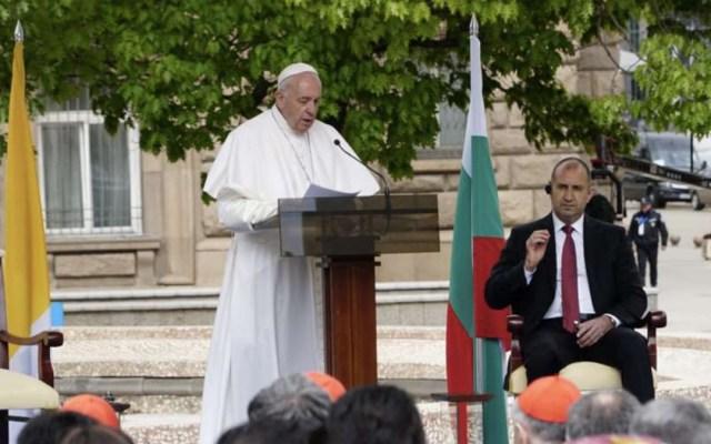 """Papa Francisco llama a Bulgaria a combatir el """"invierno demográfico"""" - el papa francisco advierte por invierno demográfico en bulgaria"""