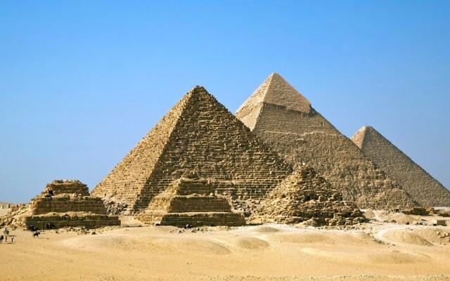 Detienen a joven por escalar la pirámide Guiza - pirámide de guiza