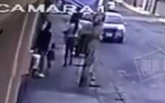 #Video Secuestran a madre e hija de camino a la escuela en Puebla - Plagio de madre e hija en Puebla. Captura de pantalla