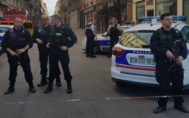Explosión de presunta bomba deja al menos siete heridos en Lyon - Foto de @AntoineCOMTE