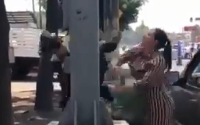 Investigan a policías por pelea con tripulantes de camioneta - investigan a policías por pelea con tripulantes de camioneta