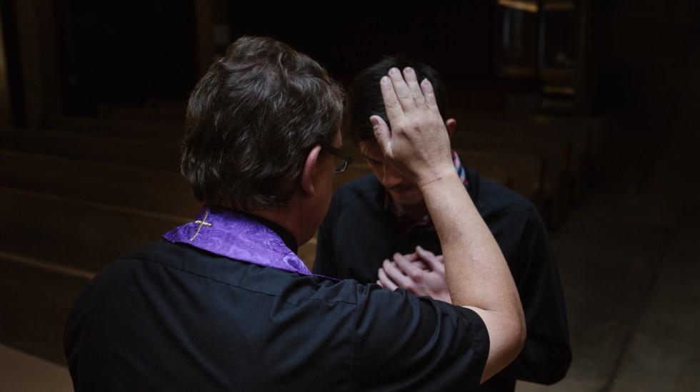 Ley en Senado de California violaría secreto de confesión: arzobispo - ley obligaría a sacerdotes a violar secreto de confesión en California