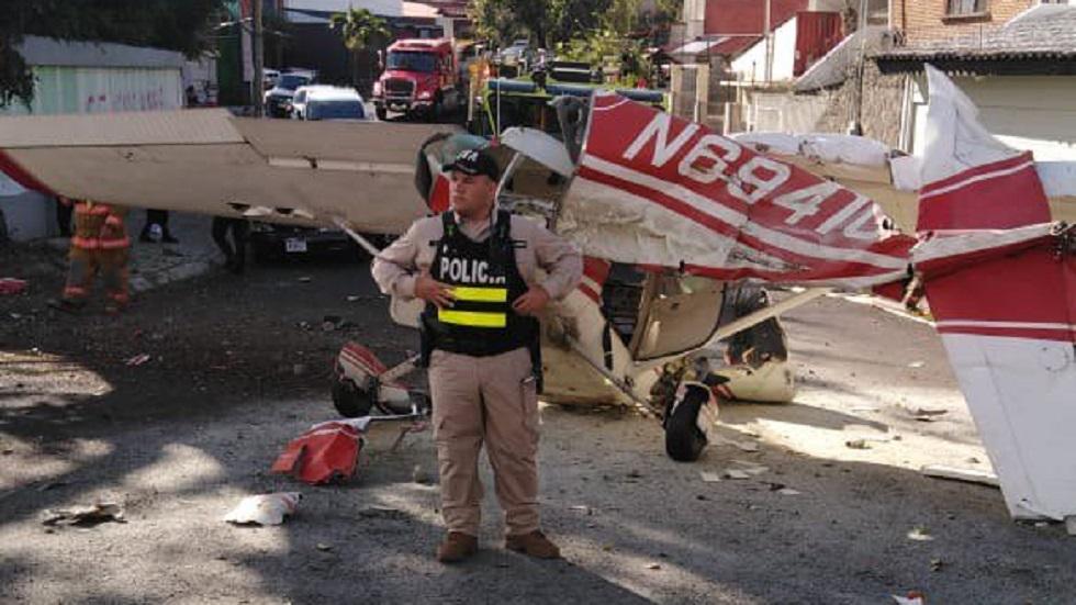 Resguardo de la escena de choque de avioneta. Foto de @seguridadcrc