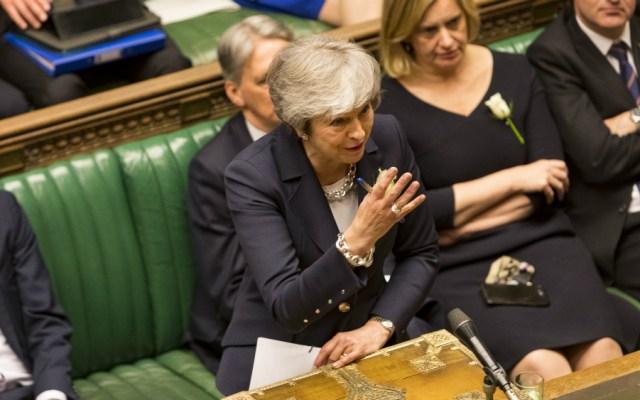 Theresa May invoca el espíritu del Liverpool para triunfar en el Brexit - Foto de AFP