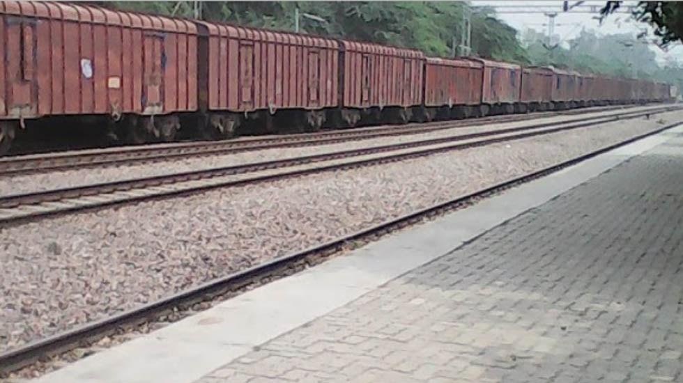 Tren arrolla a jóvenes que se tomaban selfie en las vías - Tren en Panipat. Foto de Banti Kumar / Google Maps