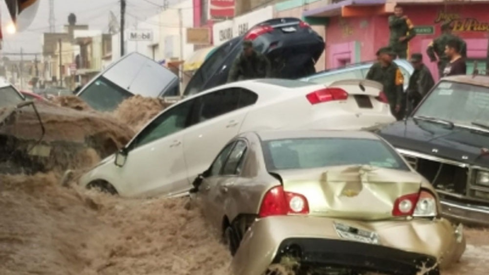Tromba en Matehuala arrastra 50 vehículos - tromba matehuala