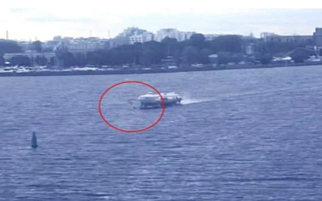 #Video Windsurfer muere al estrellarse con ferry en Rusia - windsurfer choque ferry