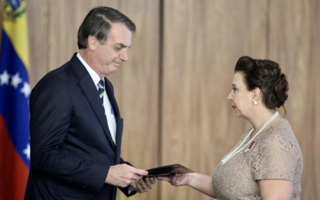 Bolsonaro recibe credenciales de embajadora designada por Guaidó - Foto de @jguaido