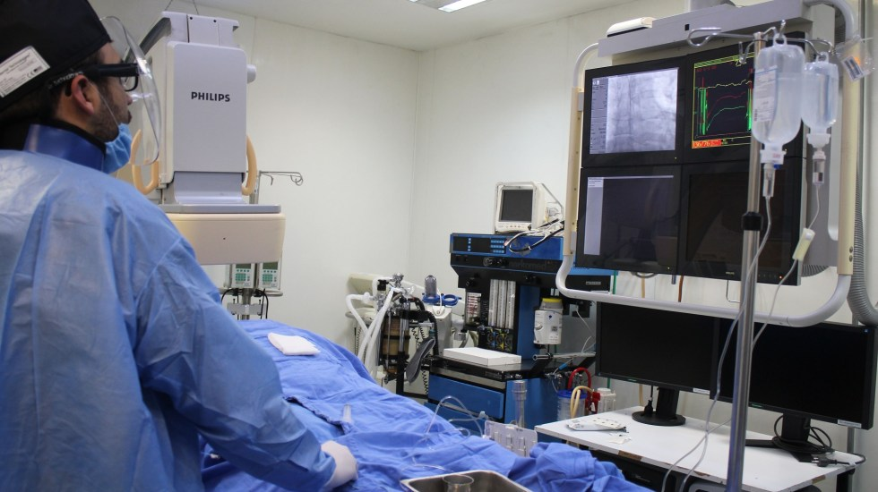 IMSS trata enfermedades del corazón a través de la muñeca - Cateterismo. Foto de IMSS